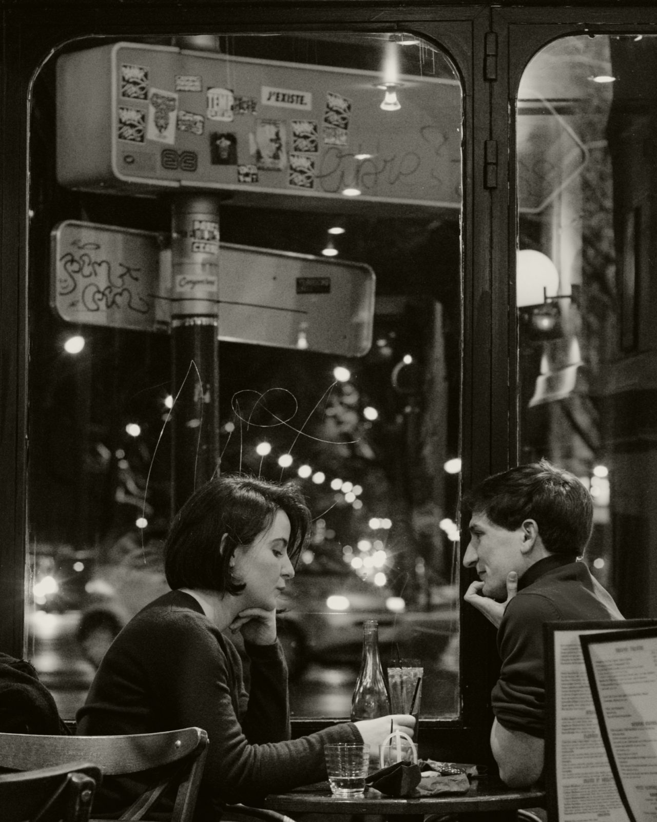Black and white man and women on date at a cafe